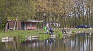 Vissers bij de visvijver in Schijndel